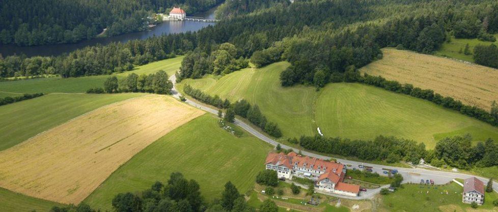 Bayerischer Wald Familien Hotel am See kleines Landhotel in Bayern
