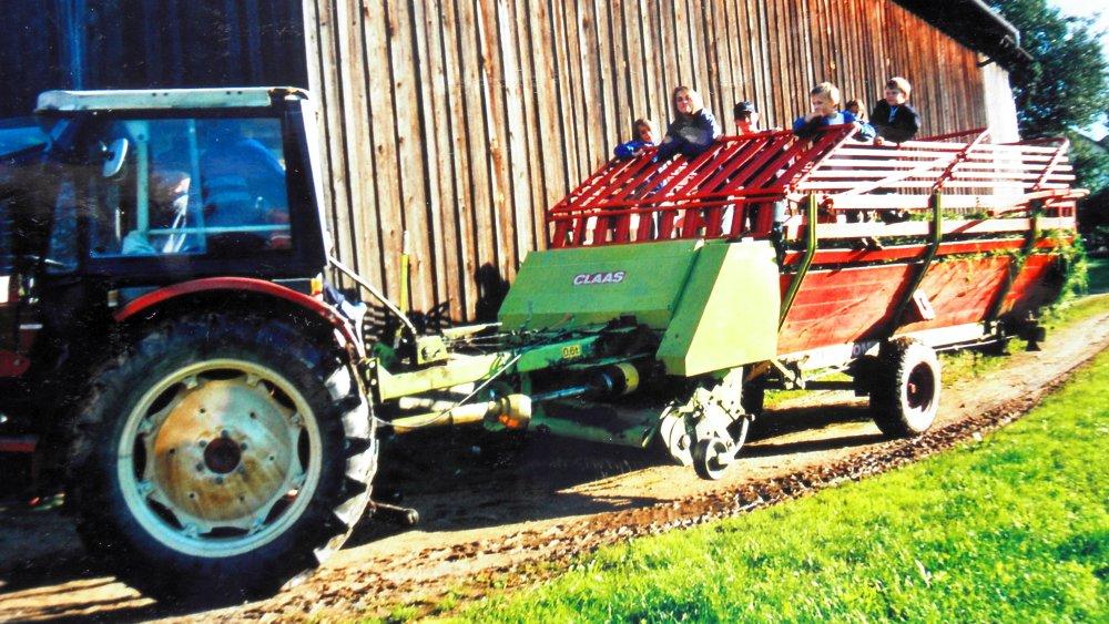 aubauernhof-deutschland-familienurlaub-traktor-fahren-ladewagen