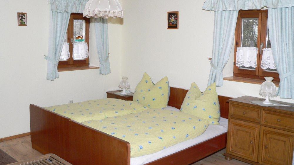 aubauernhof-ferienwohnungen-bauernhofurlaub-cham-familienurlaub-schlafzimmer