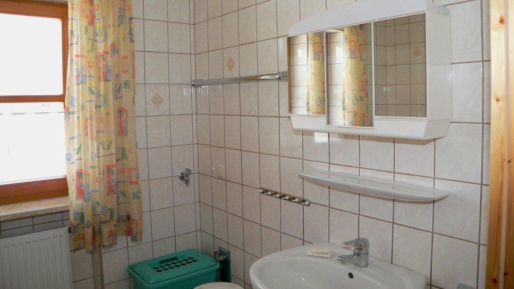 aubauernhof-ferienwohnungen-bayerischer-wald-wald-badezimmer