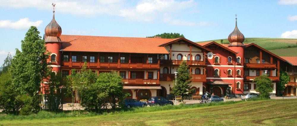 böhmerwald familien wellnesshotel-bayern aussenansicht panorama Ansicht
