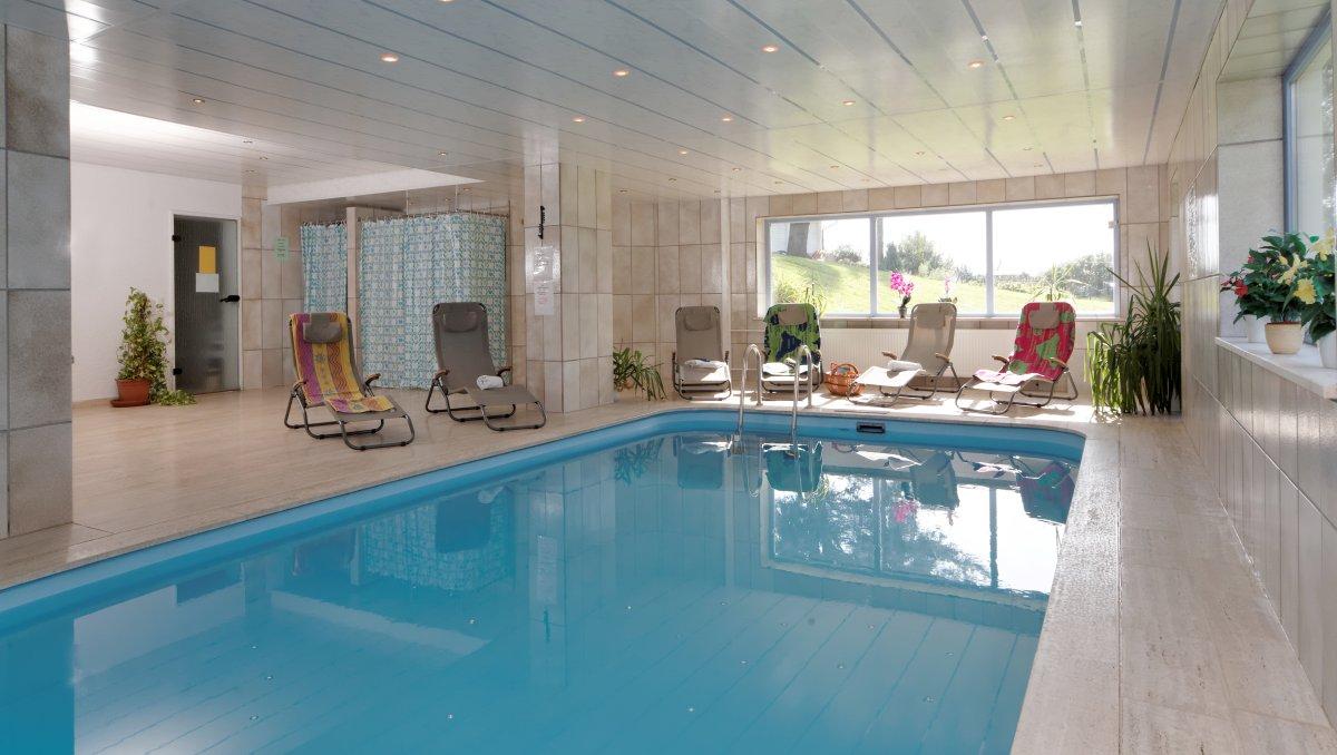 hotel-familienurlaub-bayerischer-wald-wellnesshotel-hallenbad