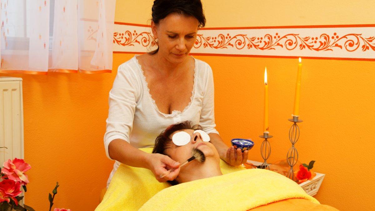 hotel-familienurlaub-bayern-massagen-kosmetik-wellnessangebote