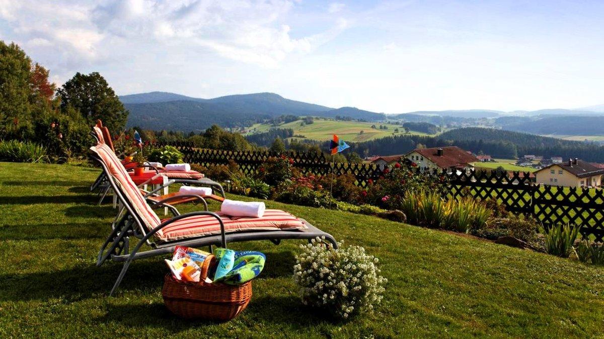 hotel-familienurlaub-bayern-wellnessurlaub-landschaft-ausblick