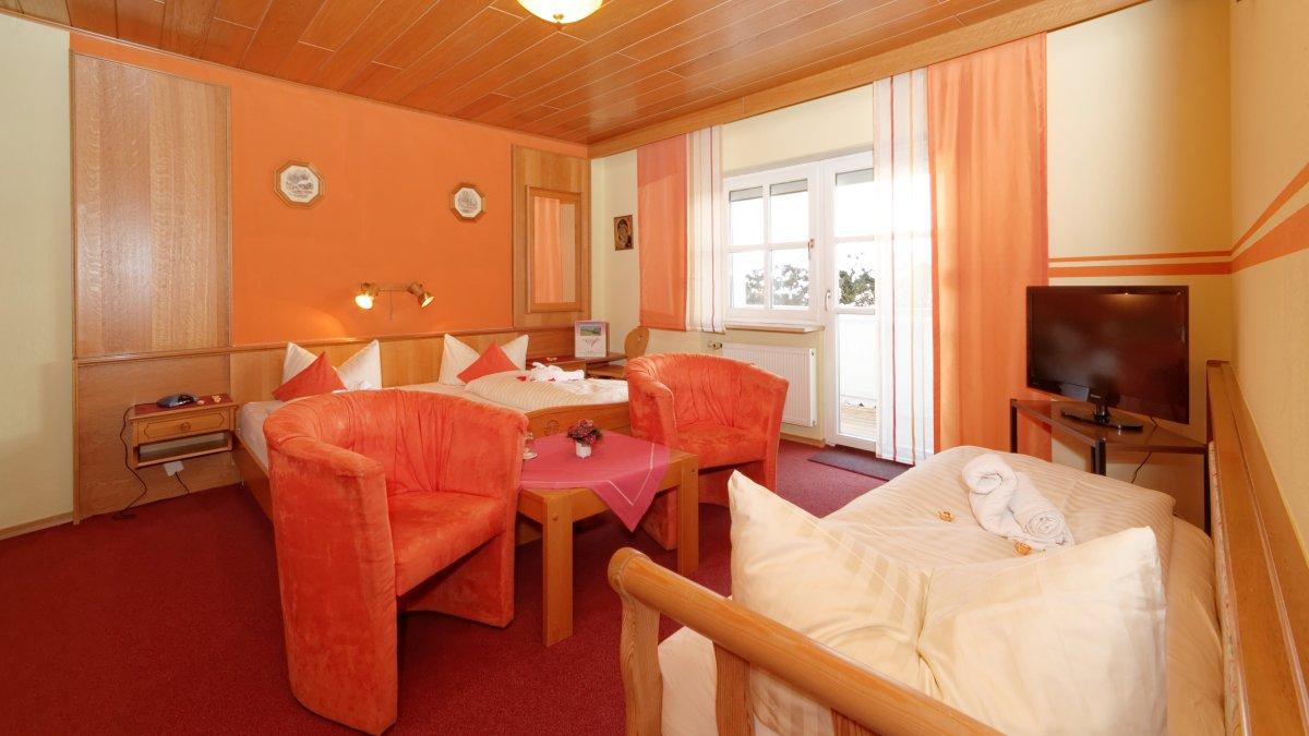 hotel-familienurlaub-kinder-zimmer-bayern-bett-ferienwohnung