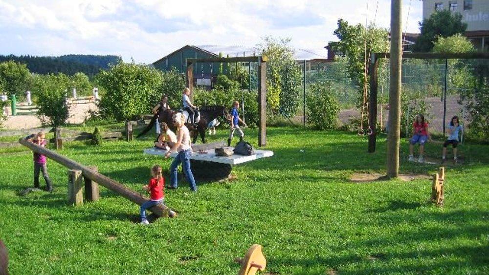 fuchsenhof-reiterhof-kinderreiterferien-spielplatz
