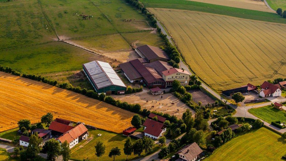 fuchsenhof-reiterhof-oberpfaelzer-wald-reitschile-luftbild