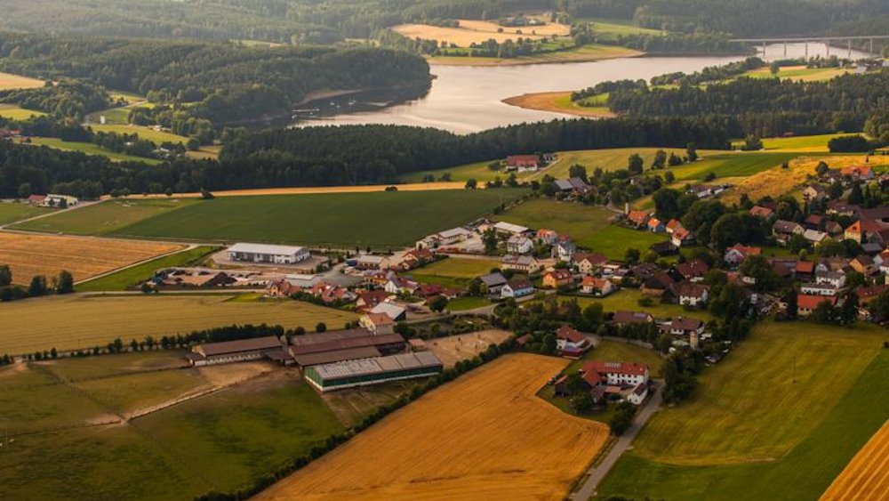 fuchsenhof-reitschule-oberpfaelzer-wald-luftbild-landschaft