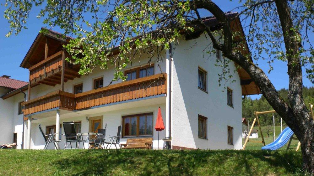 hamberger-ferienhaus-bayerischer-wald-idyllische-lage-terrasse