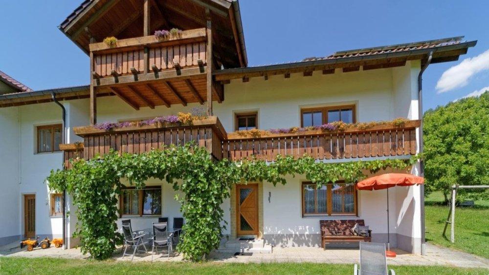 hamberger-ferienhaus-familienfreundliche-gruppenunterkunft-bayerischer-wald