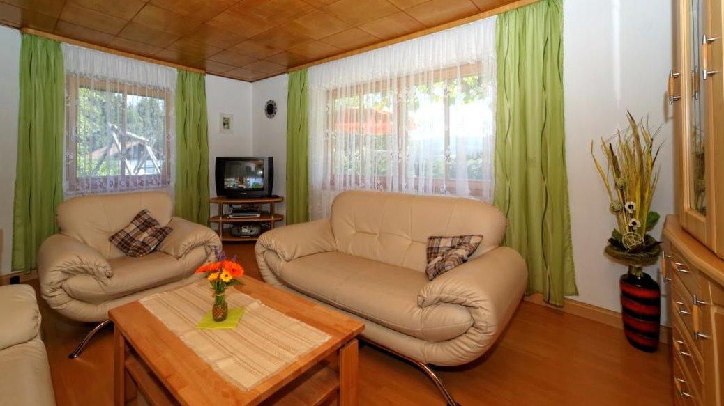 hamberger-ferienwohnung-familienurlaub-wohnzimmer