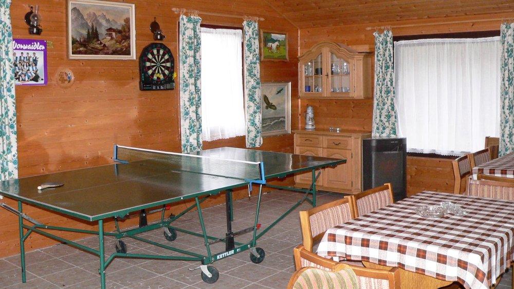 koller-bauernhofurlaub-oberpfalz-aufenthaltsraum-tischtennis