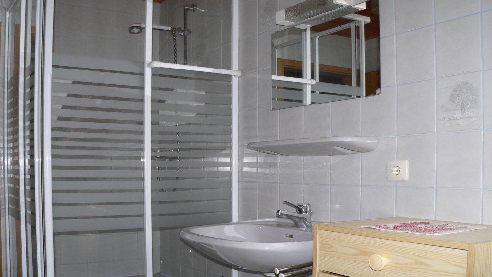 koller-ferienwohnungen-badezimmer-dusche