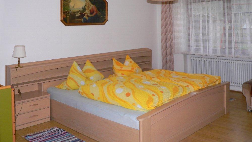 koller-ferienwohnungen-schlafzimmer-oberpfalz-doppelbett