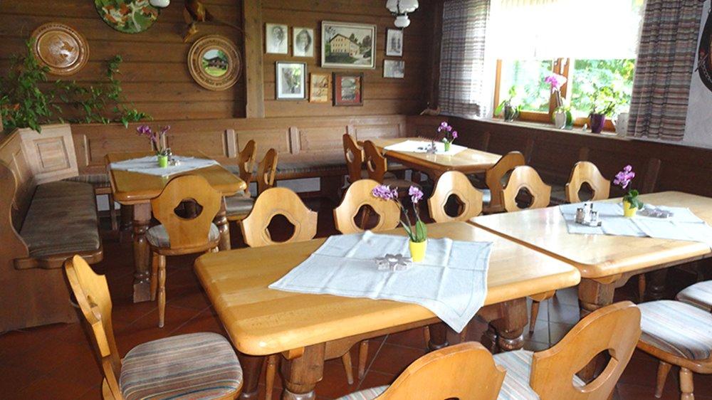 muhr-familiengasthof-bayerischer-wald-essen-gehen-speisesaal