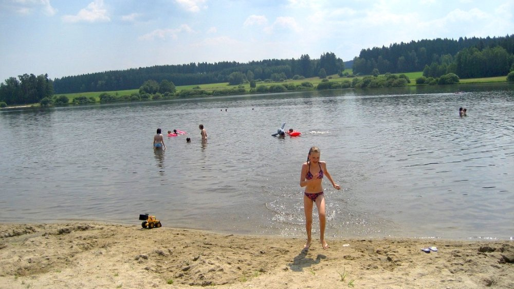 schneider-bauernhofurlaub-familien-kinder-badesee