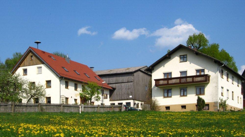 schneider-bauernhofurlaub-mit-streichelzoo-bayern-ferienhaus-ansicht