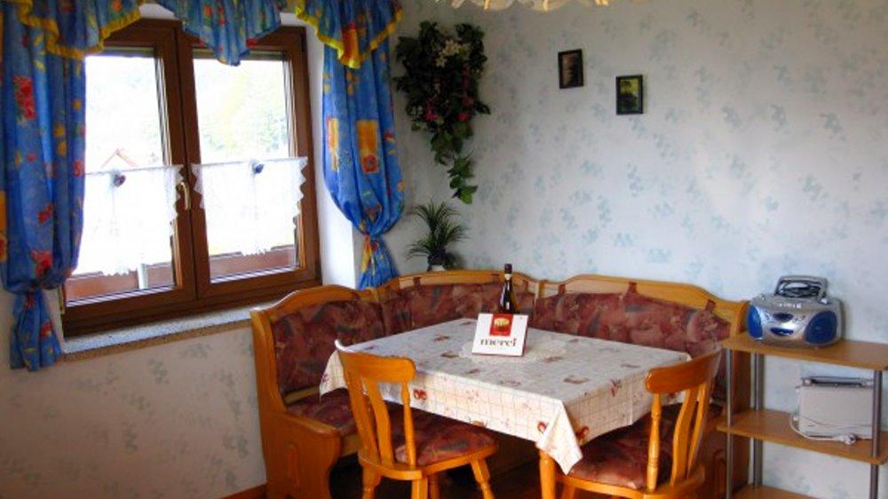 schneider-hoffelder-wirt-ferienwohnung-blumenwiese-essbreich