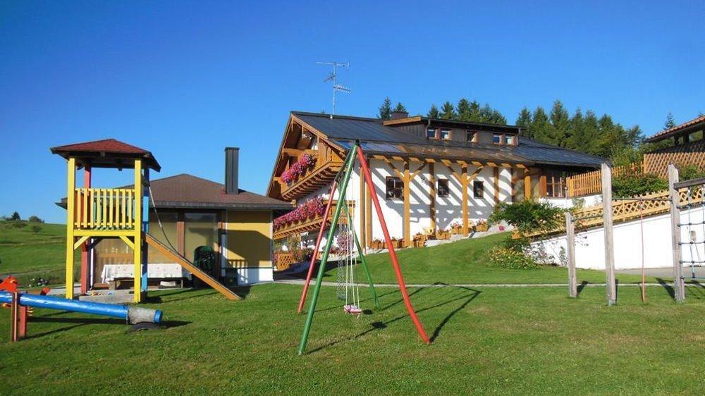 spannbauer-ferienhaus-dreilaendereck-bayerischer-wald-kinderspielplatz
