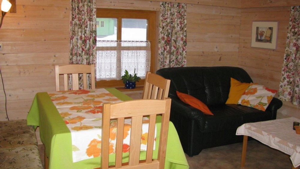 spannbauer-ferienwohnungen-essen-couch-gruppenurlaub