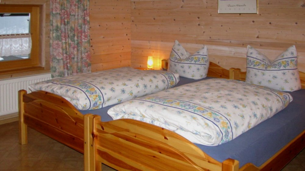 spannbauer-ferienwohnungen-schlafzimmer-ruhige-lage