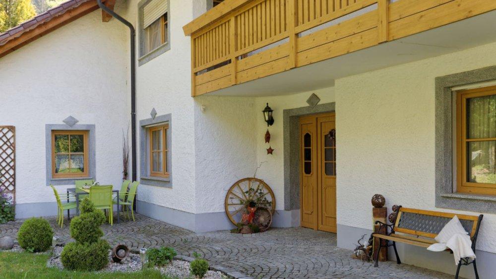 sterl-ferienhaus-passauer-land-terrasse-garten