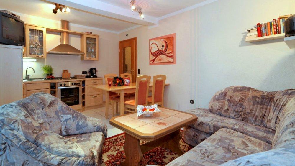sterl-ferienwohnung-bayerischer-wald-couch-kochen