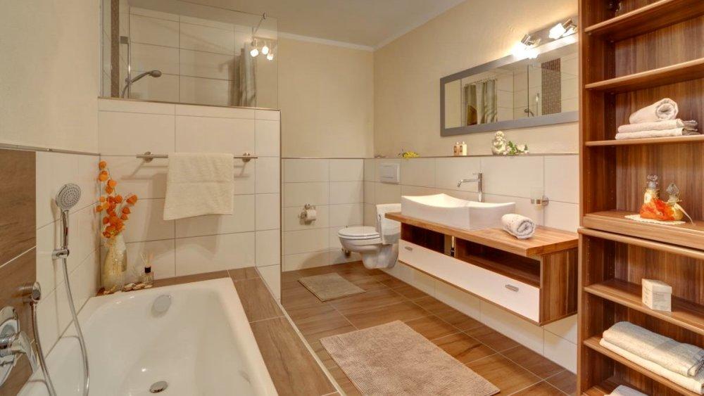 sterl-ferienwohnungen-barrierefrei-badezimmer-mit-offener-dusche