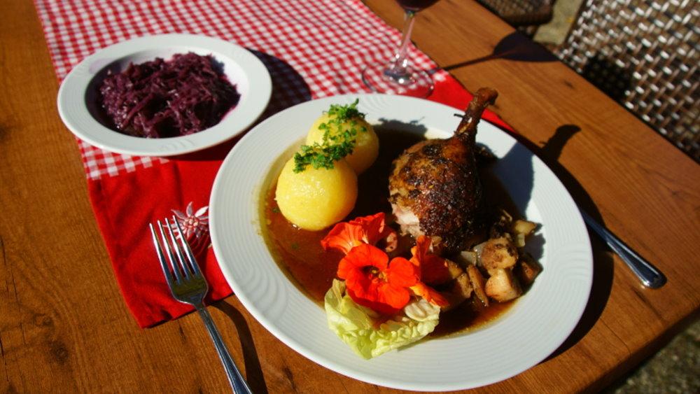 neuhof-bikehotel-bayerischer-wald-biergarten-touren-essen