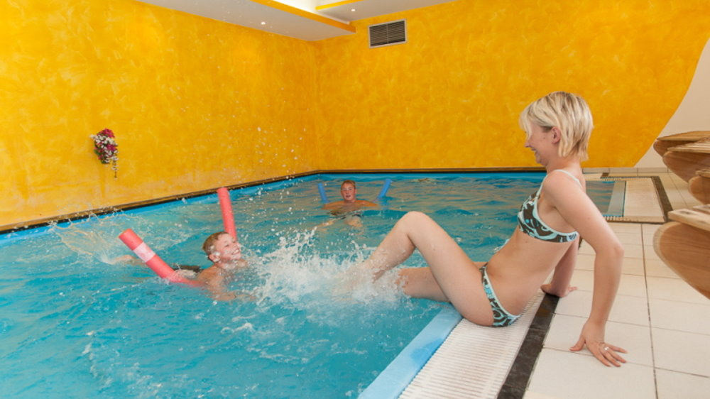 neuhof-wellnesshotel-niederbayern-hallenbad-passau-freyung