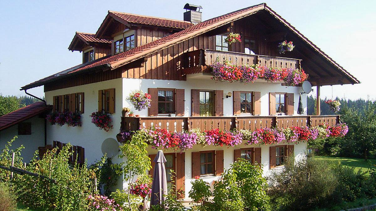 ernst-ferienwohnung-bayerischer-wald-ferienhaus-aussenansicht