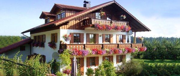 ernst-ferienwohnung-regen-bayerischer-wald-ferienhaus-aussenansicht