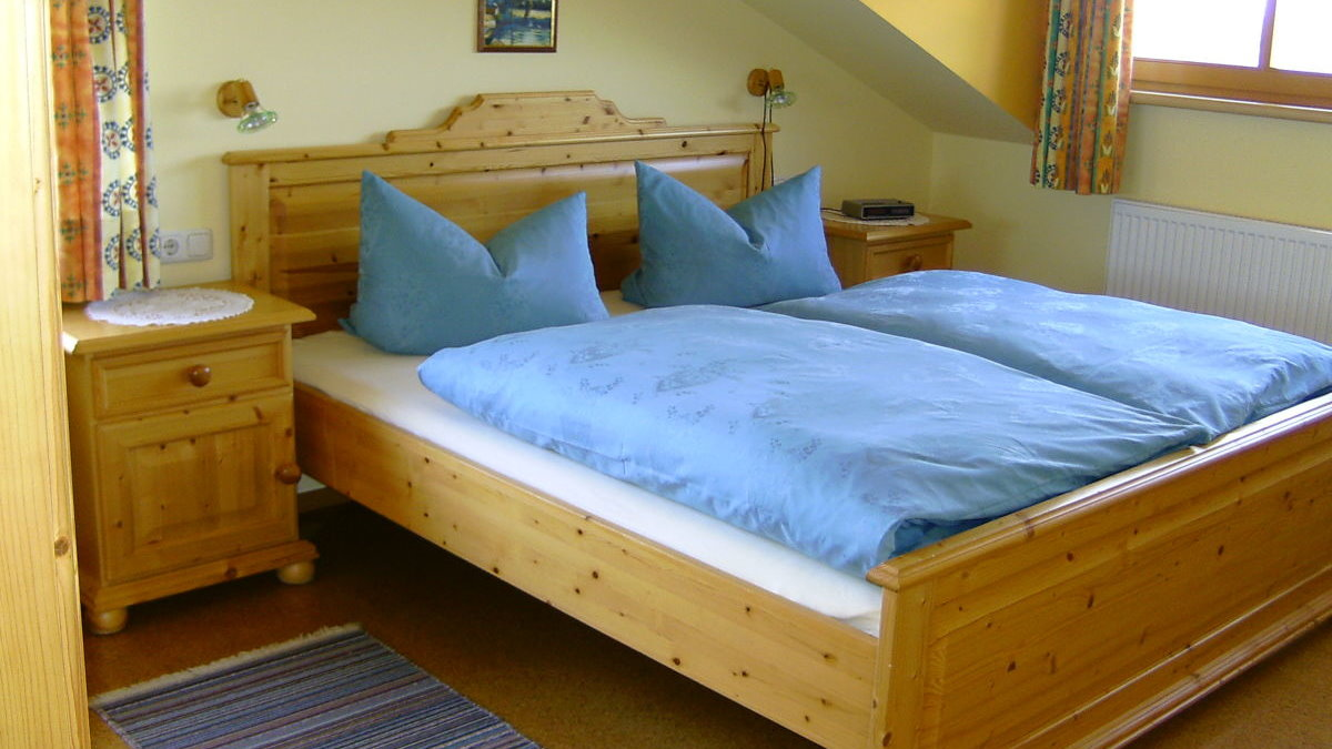 ernst-ferienwohnung-regen-bayerwald-schlafzimmer