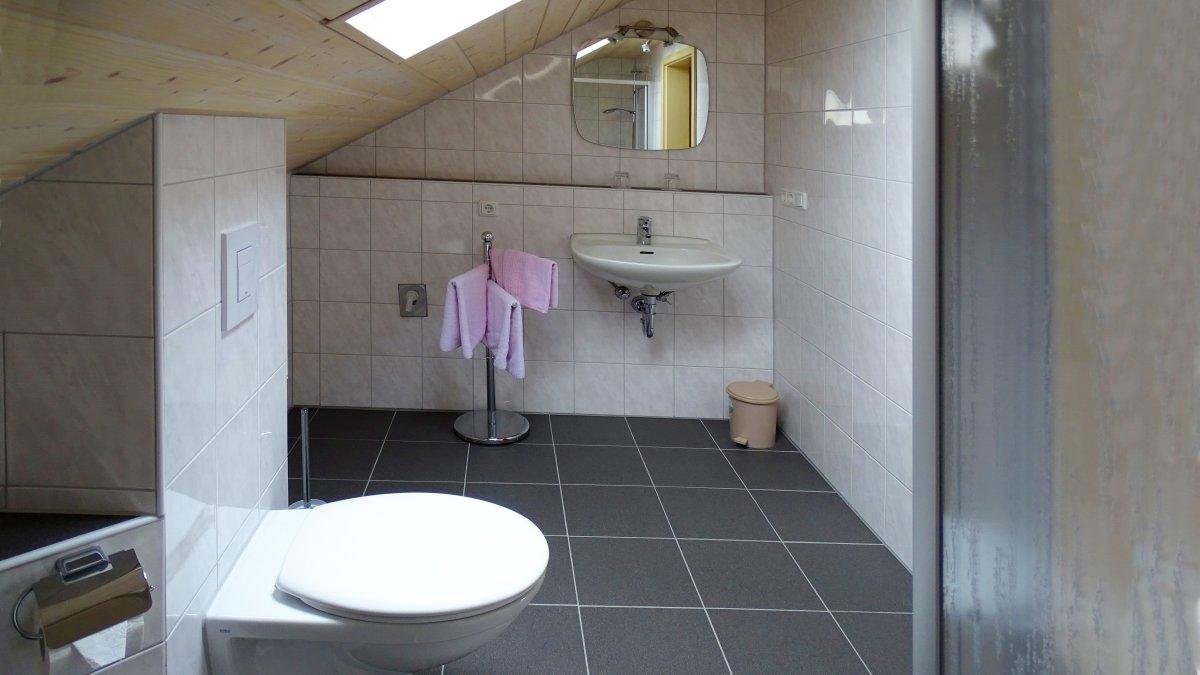 gaestehaus-jutta-lindberg-zimmer-fruehstueck-zwiesel-bad-wc