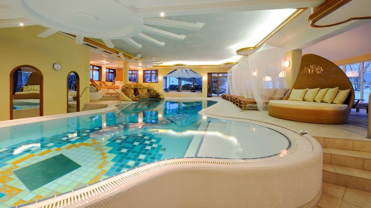 lindenwirt-bayerischer-wald-wellnesshotel-mit-hallenbad-schwimmbad