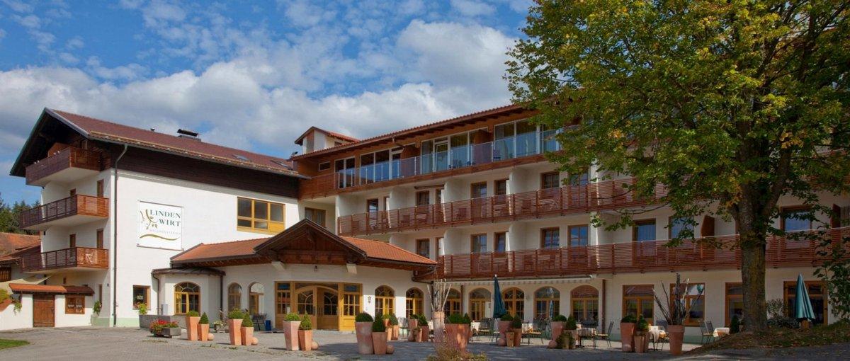 lindenwirt-wellnesshotel-bayerischer-wald-angebote-arrangements-aussenansicht
