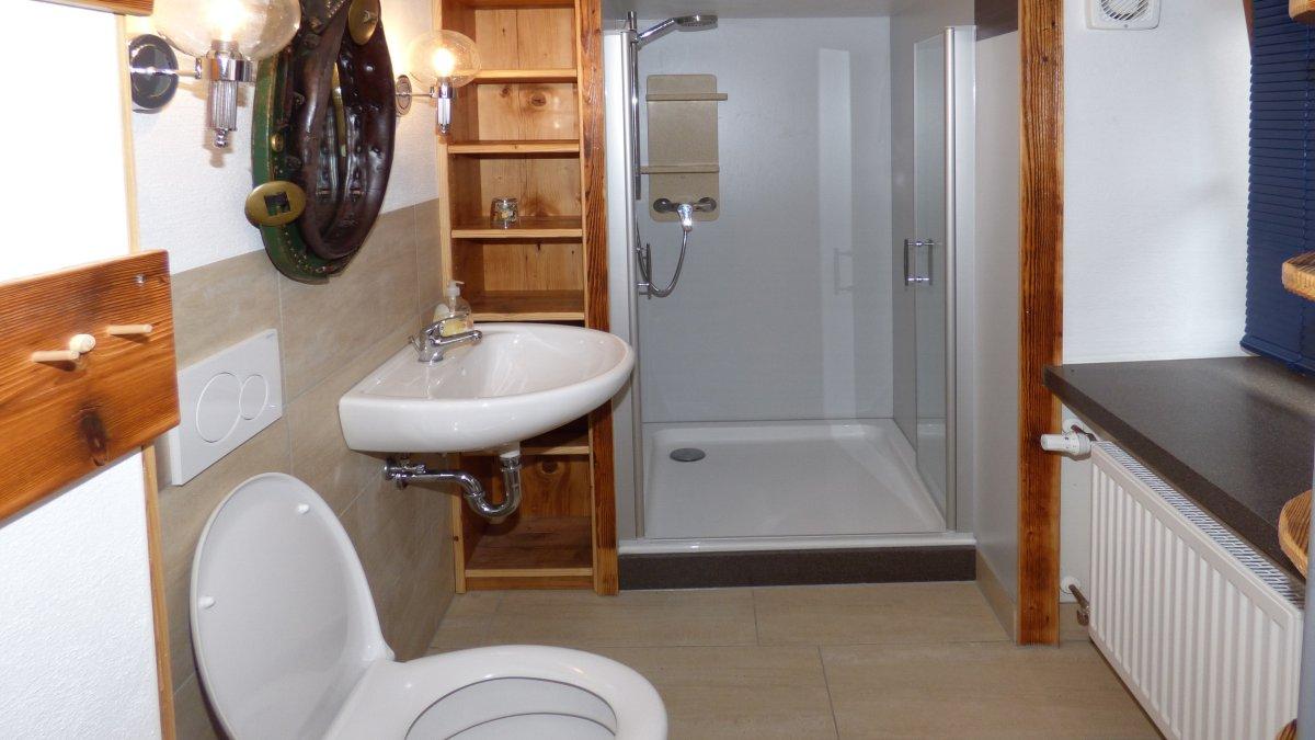 richards-almhuettenurlaub-deutschland-badezimmer-wc-gruppenurlaub