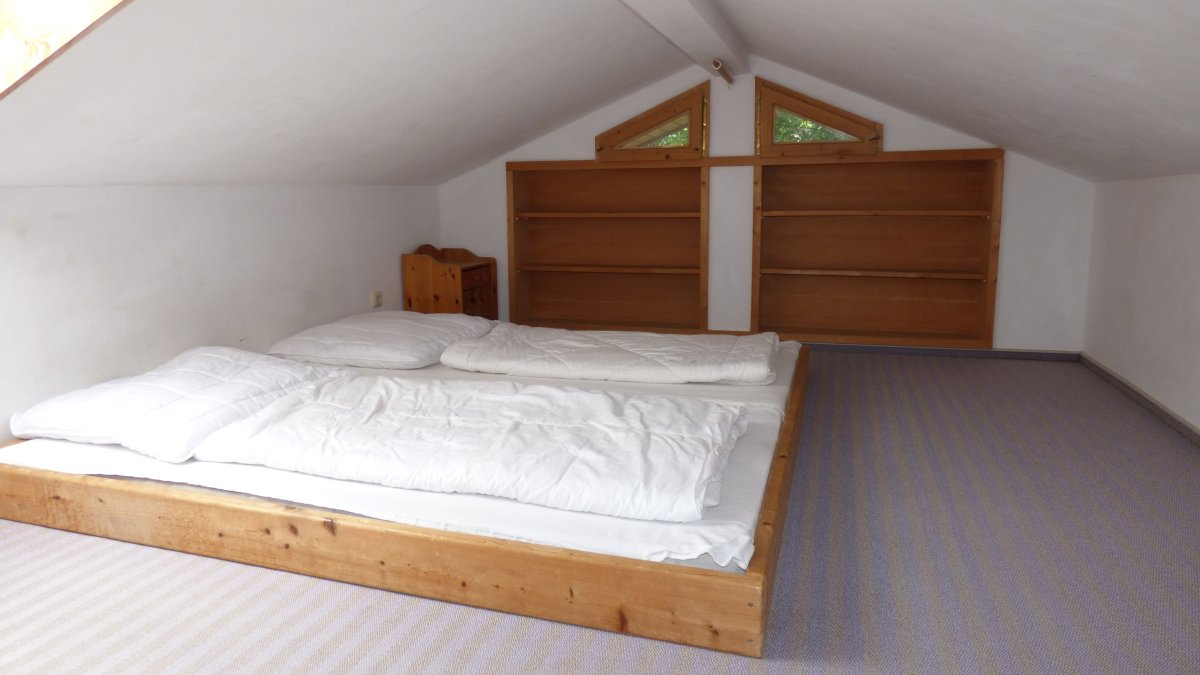 richards-jaeger-berghuette-deutschland-gruppenferienhaus-schlafzimmer-doppelbett