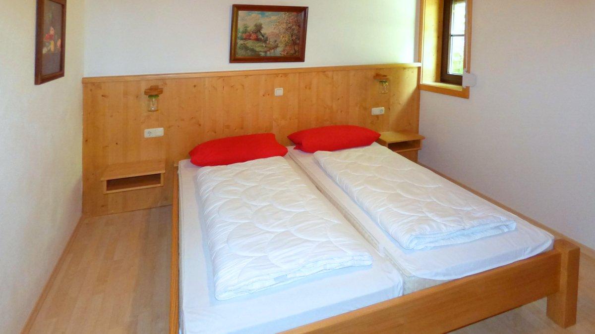 richards-jaeger-ferienhuetten-bayern-schlafzimmer-erdgeschoss