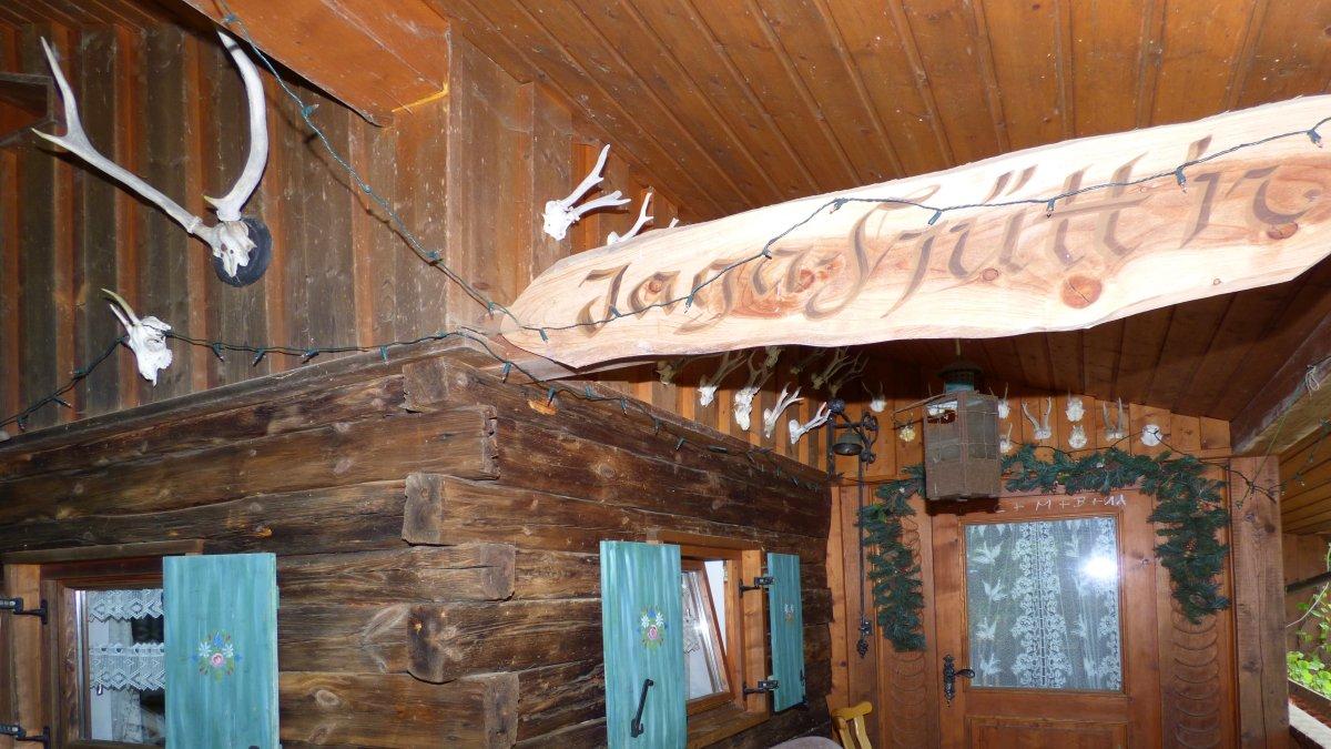 richards-jaeger-uriger-berghuettenurlaub-bayern-eingangsbereich