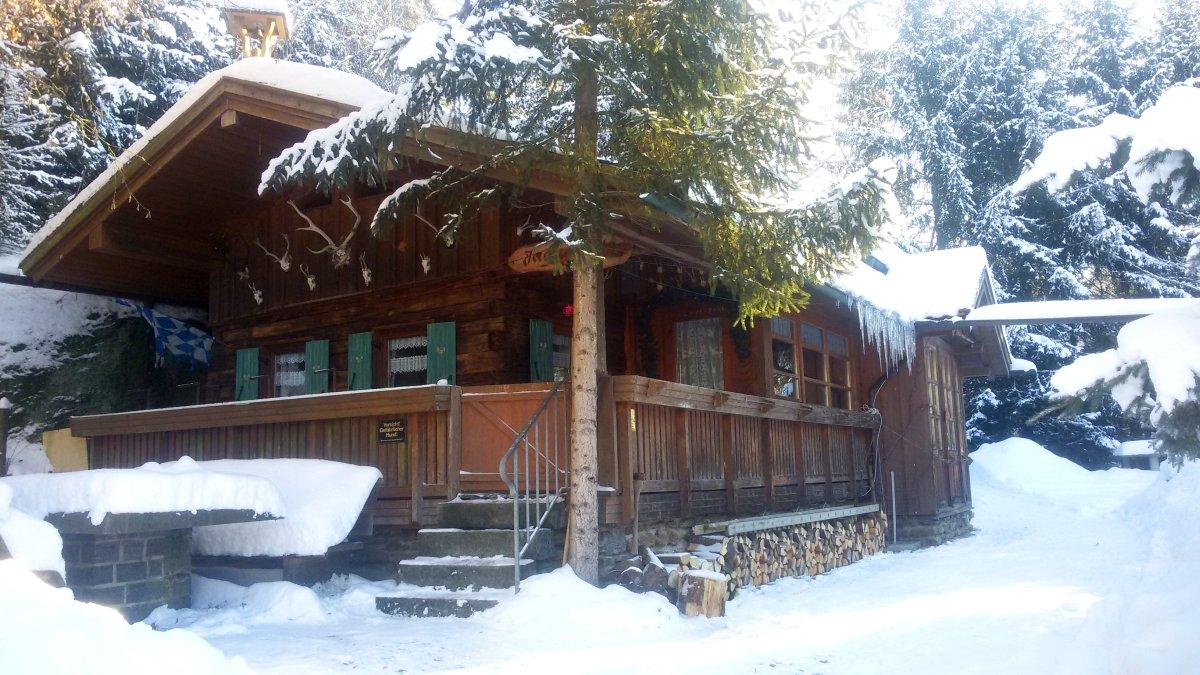 richards-jaegerhuette-bayern-winterurlaub-skihuette-schnee