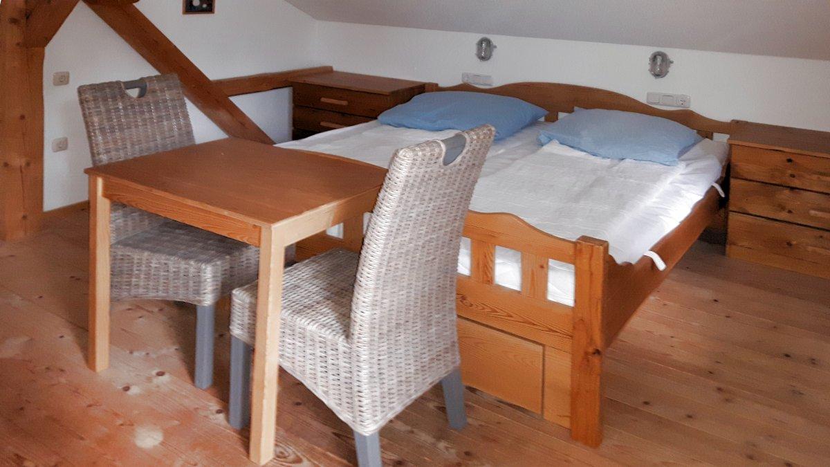 richards-museum-ferienhuetten-bayerischer-wald-schlafzimmer