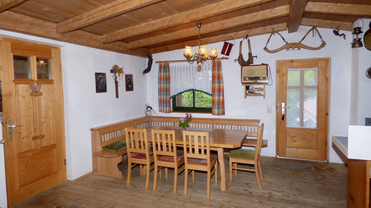 richards-museumshuette-bayerischer-wald-selbstversorgerhaus-essbereich-tisch