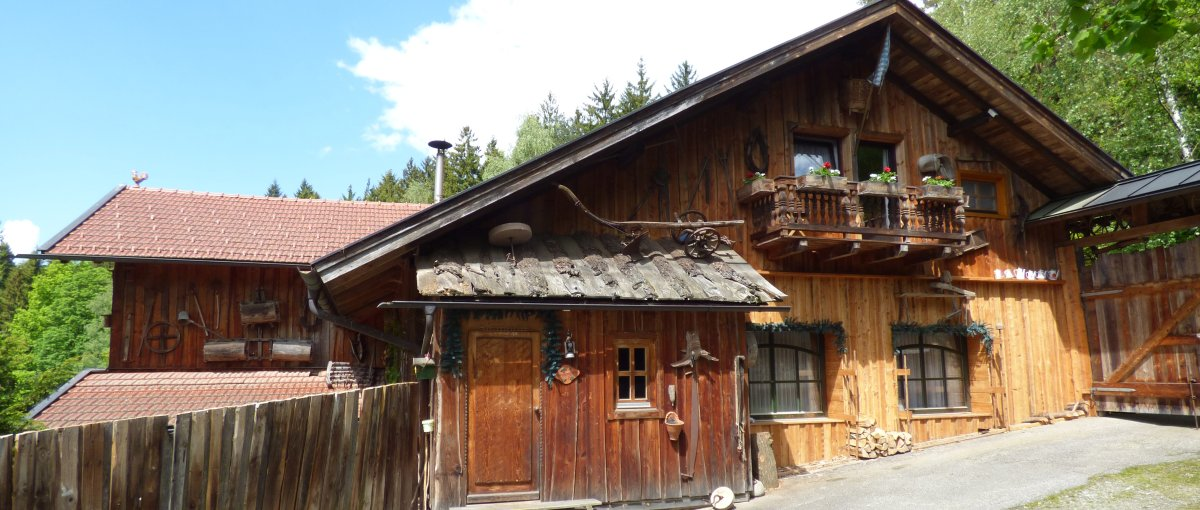 Richards Museum Selbstversorgerhütte Bayerischer Wald Hütten Ansicht