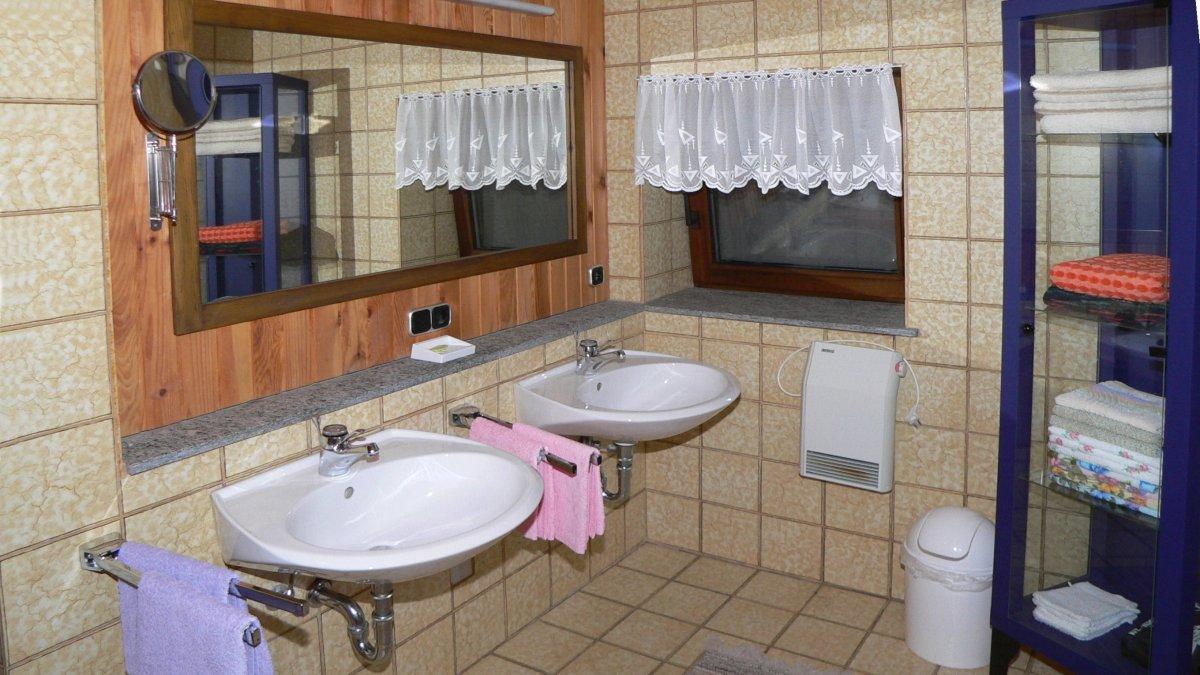 zeintl-ferienwohnung-wiesenfelden-badezimmer-niederbayern-1200