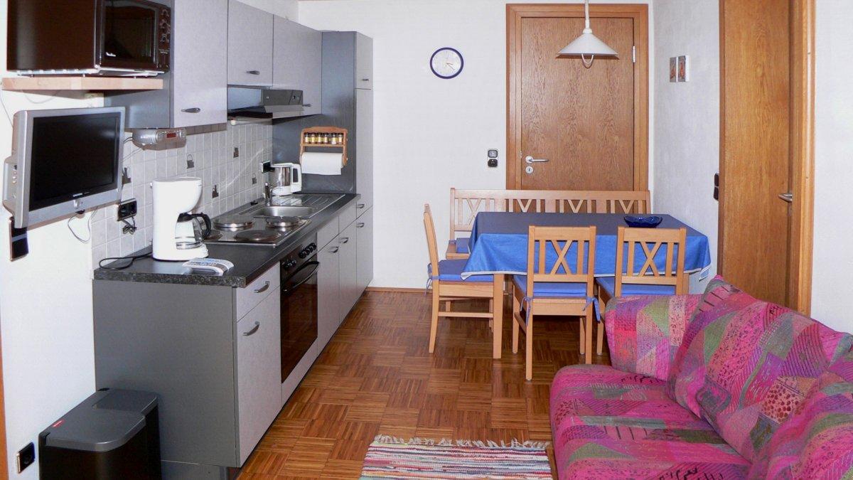 zeintl-ferienwohnung-wiesenfelden-kochen-niederbayern-couch