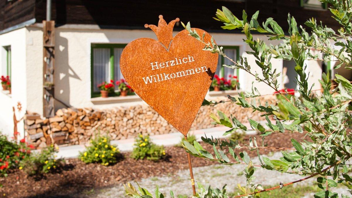 asbachtal-exklusives-ferienhaus-bayerischer-wald-waidlerhaus-herzlich-willkommen