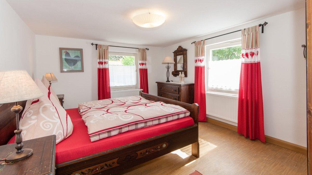 Gruppen ferienhaus-bayerischer-wald-schlafzimmer-doppelbetten