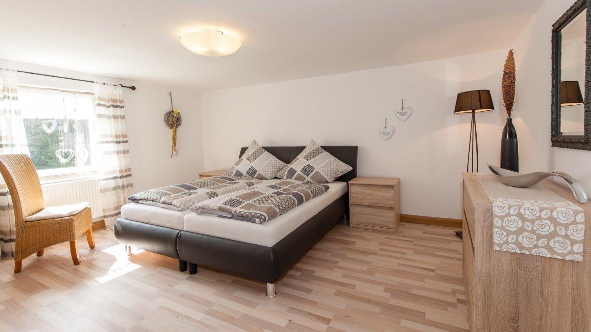 asbachtal-ferienhaus-niederbayern-bodenmais-schlafen-zimmer