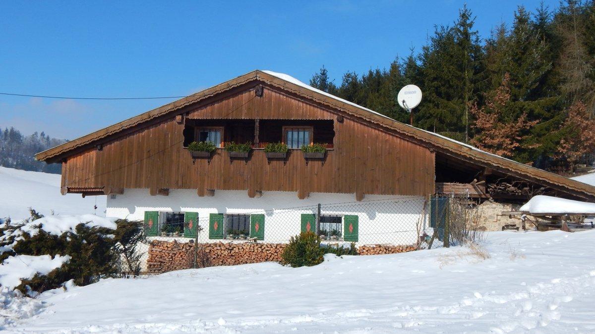 gruppenunterkunft-bayerischer-wald-ferienhaus-winterurlaub-schnee